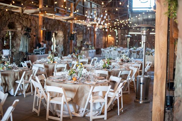 Eine rustikal schicke Hochzeit in der Scheune mit Weston Neuschafer ...