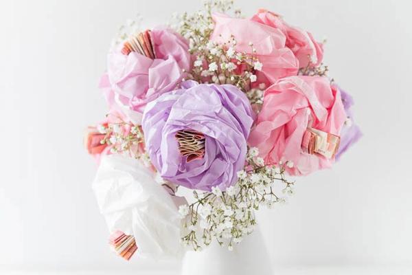 Geldgeschenk Blumenstrauß aus Papier und Geld