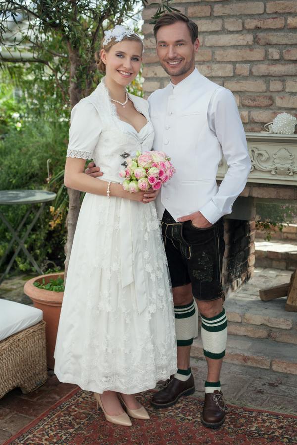 Hochzeitsdirndl creme Dirndl Liebe