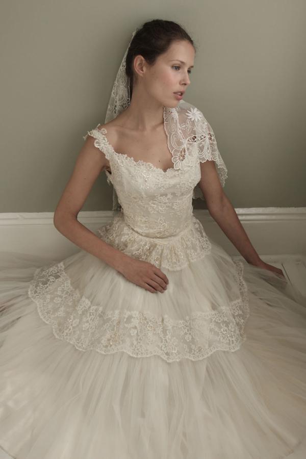 verliebt in the vintage wedding dress company evet ich. Black Bedroom Furniture Sets. Home Design Ideas